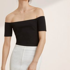 Aritzia Wilfred Bayne Off the Shoulder Top size xs